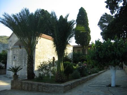 het Moni Aretiou, bezien vanuit de binnentuin, zoals in deze column beschreven.